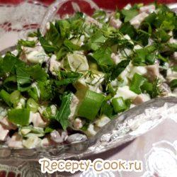 Салат «Фантазия» с копченой курицей и солеными огурцами