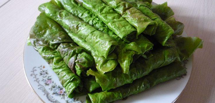 Закуска из салатных листьев
