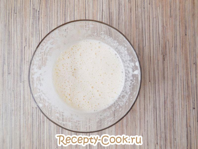 Взбить простое медовое печенье миксером