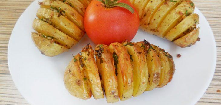 Печеный картофель «Дофинэ» с чесночным соусом