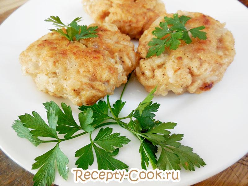 Рубленные куриные биточки с рисом