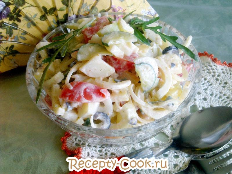 летний салат с огурцами и рукколой