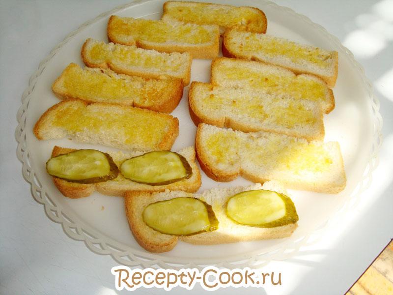 бутерброды со шпротами и соленым огурцом рецепт