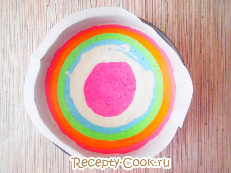 как испечь цветной бисквит