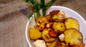 Картофель, запеченный с курицей и брынзой