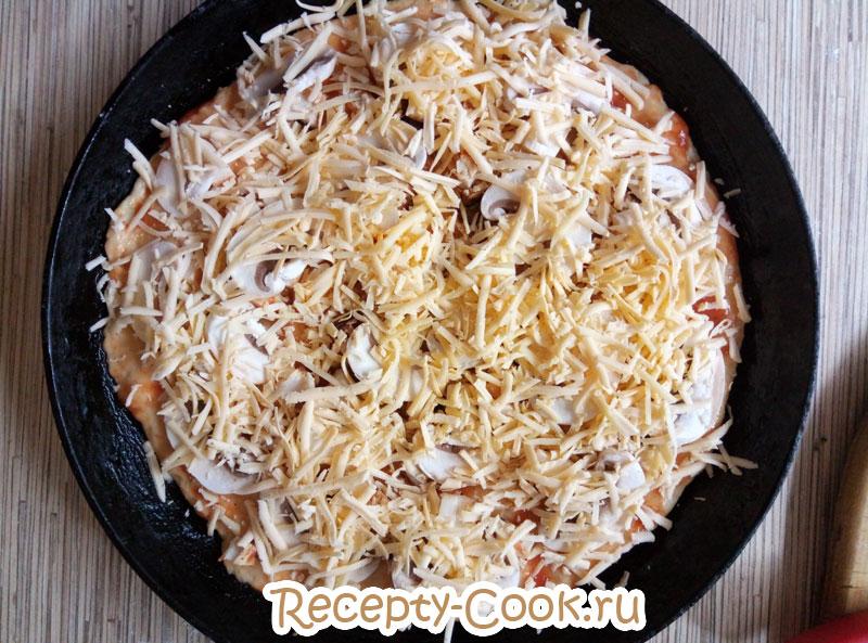 пицца с курицей грибами и сыром