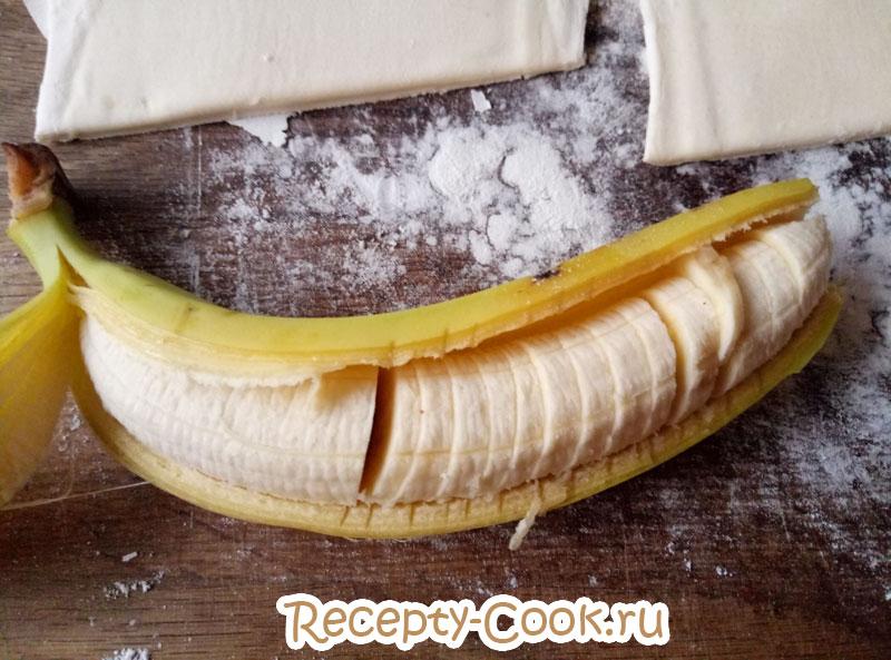 слойка с бананом и шоколадом