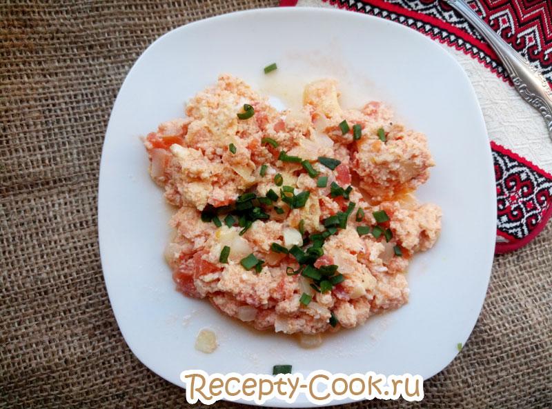 яичница с помидорами и луком рецепт