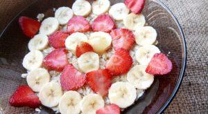 Овсянка с фруктами на завтрак